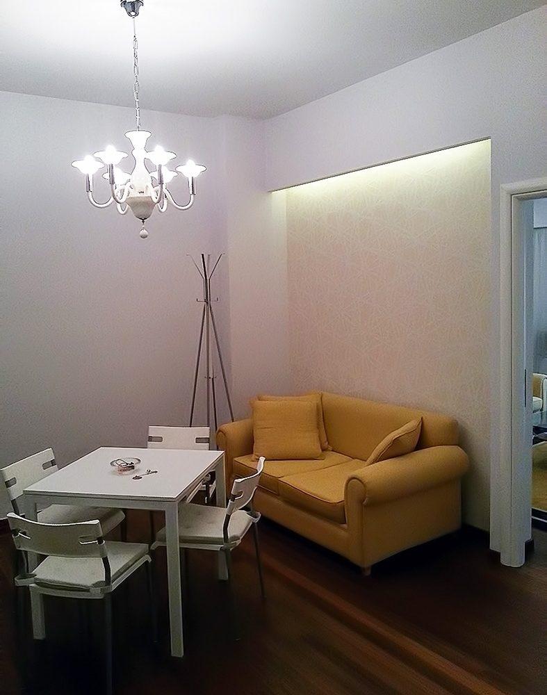 637683417717552927_living_room